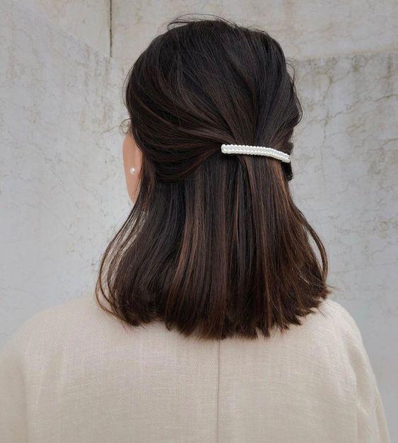 Ciemne włosy do pracy