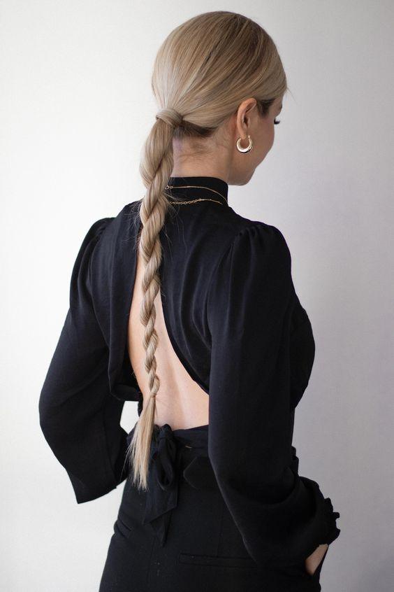Długie włosy z warkoczem do pracy