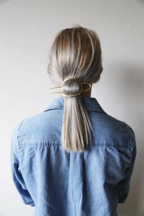 Jasne włosy do pracy