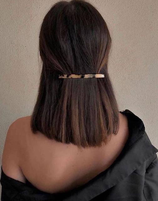 Krótkie włosy spięte do pracy
